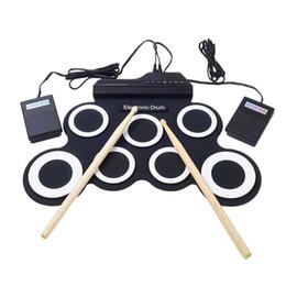 Conjunto de Bateria Eletrônica / 7 Tambor Eletrônico / 7 Tom / 8 Canção de Demo / 7 Teclas de Bateria Função Metrônomo / Entrada de Instrumento Externo Ava de
