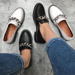 metallkette für schuhe Rabatt Frühling echtes Leder Freizeitschuhe Frauen Metallkette Dekor Flache Ferse runde Zehe prägnante Müßiggänger Schuhe Frauen Chaussure Femme 8ghjh