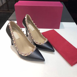Sapatilhas de salto alto rosa on-line-Designer Shoes sneakers Então Styles Kate Salto Alto Bottoms vermelhas Salto 9.5CM Couro Ponto Toe Bombas tamanho Rubber 35-42 WithBox