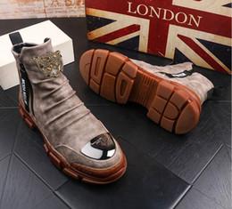 Coreano novo tornozelo botas on-line-raquetes NOVO Casual Martin botas dos homens versão coreana do palhaço booties alta sapatos de alta ankle boots casuais masculinos de couro do desenhador V47