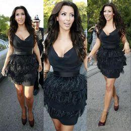 Kim kardashian vestido de penas on-line-Kim Kardashian Pena de Avestruz Preta Vestidos de Cocktail 2019 Mulheres Formais Vestidos de Baile Desgaste da Noite Na Altura Do Joelho robes de soirée