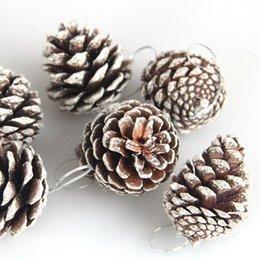 ornamenti di cono di pino Sconti Coni Ciondolo 6pcs decorazione albero di Natale pino ornamenti d'attaccatura del partito di fascino dell'annata accessori fai da te pianta pino Coni Pendant