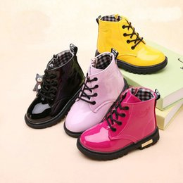 Crianças botas de couro meninas on-line-Varejo altos crianças desenhador botas meninas Outono Inverno mais quente de veludo couro neve Botas Crianças Meninos Bebés Meninas sapatos de luxo