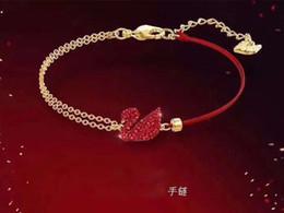 2019 doni cigni amanti Hot Fashion Animals Bracciale catena d'oro Bracciali corda rossa Moda Red Swan Catene Bracciali Regalo di qualità amante gioielli di qualità delle donne doni cigni amanti economici