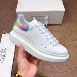 Schöne freie schuhe online-Freies Verschiffen der neuen Luxus-Klassiker paar Modelle beiläufige weißen Schuhe Upgrade importiert Seide Oberleder Kleider Lederschuhe Größe 35-45 NICE