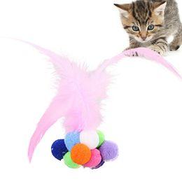 papier spielzeug zug Rabatt Lustige Katze, die Feder wechselwirkend verkratzt, spielt Katzen-Spielzeug-Rollenball-Glocken-Ton-bunte Ball-Spielzeug-wechselwirkendes Haustiertraining