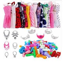 ch1234 35 accessori di abbigliamento 12 minigonne +12 paia di tacchi alti +5 corone + 6 collane da 73 g! da abiti tacchi alti fornitori