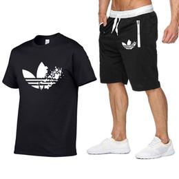 2019 продажа брендов tshirt Summer new Sale Men's Sets T Shirts+Shorts Two Pieces Sets Casual Tracksuit ADI Tide  Tshirt Gyms Fitness Sportswears set дешево продажа брендов tshirt