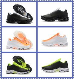 Plus TN SE Hyper Crimson Gris foncé Noir Blanc Vert Chaussures de basket-ball pour hommes Coussin TN design de peinture en aérosol Sneakers Hommes Chaussures de piste pour entraîneur ? partir de fabricateur