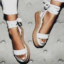 Sandálias de plataforma branca laços on-line-Verão Branco Cunha Mulheres Sandálias Sandálias Abertas Sandálias Das Mulheres Casuais Lace Up Plataforma Sandálias