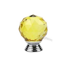 Puertas de vidrio del armario online-Grado amarillo cristal puerta de cristal perilla de la puerta de aleación de zinc fuerte base de cristal claro cocina armario puerta tirador perilla