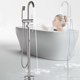 Banheira montada no chão on-line-Chão montado torneira da banheira cromo com chuveiro de mão Casa de banho Banheira pia misturador torneira de pé livre torneira giratória chuveiro torneira misturadora
