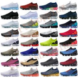 Zapatilla de amortiguacion online-2019 Chaussures Moc 2 sin cordones de los zapatos corrientes de la mosca 2.0 Triple Diseñador Negro para hombre de las mujeres zapatillas blancas formadores de cojín de punto