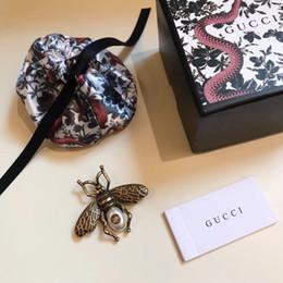 19ss Italie Designer De Luxe Abeille En Forme De Forme Broche Perles Élégantes Épingle De Foulard Pour Femmes Dress Broches Épingle Superbe ? partir de fabricateur