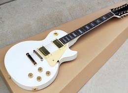 Guitare électrique en or blanc en Ligne-12 cordes guitare corps blanc et pickguard jaune clair avec or matériels, offre personnalisée livraison gratuite