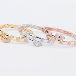 2019 cerchio d'ottone Fashion Brand Jewelry Lady Brass Superficie lucida Spaziatura Diamante Singoli cerchi Serpente Serpente Oro 18 carati Fedi nuziali Fidanzamento bracciali aperti cerchio d'ottone economici