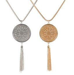 Длинный сплав свитер женщин кулон ожерелья ювелирные изделия круглый диск полая золотая цепочка кисточкой ожерелье конструкции оптом от
