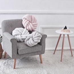 Bola violeta on-line-Nordic almofada de pelúcia encantador Nó trançado Bola Mão atado criativa Chunky Pillow Home Decor Breve 35x35cm Decor Pillow