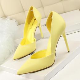 Zapatos amarillos de la boda online-venda bien 2018 Mujeres Bombea Moda Tacones altos Zapatos Negro Rosa Amarillo Zapatos Mujer nupcial Zapatos de boda Señoras blancas 40 EUR