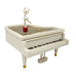 2019 acabar brinquedo de música Piano Music Box Mecânica Clássica Musical Ballet Box Ballerina Dancing Girl on White Piano Wind-up Clockwork Toy acabar brinquedo de música barato