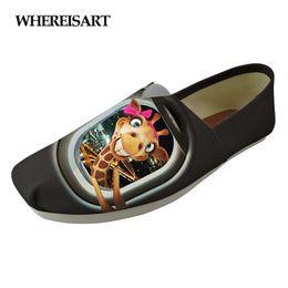 Освещение жирафов онлайн-WHEREISART Cartoon Cute Giraffe Printed Fashion Girls Canvas Shoes Flats Casual  Light Slip-on Ladies Loafers Shoes Woman