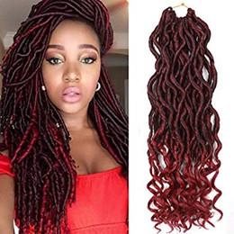 Наращивание волос на основе смешанных волокон онлайн-Godness Faux Локс крючком косы с вьющимися концами 18 дюймов черный смешанный бордовый волнистые синтетические волокна плетение наращивание волос