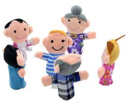 panos de família Desconto Bichos de pelúcia Família de Veludo Fantoche de Dedo 6 Pessoas Brinquedo de Pano Ajudante de Boneca Dos Desenhos Animados de Pelúcia Macia Educação Mão Bonecas de Brinquedo