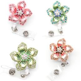 10pcs / lot lot Artisanat Exquis Strass Rétractable Fleur Hawaïenne fleur verte Badge Bobine Nom Carte ID Porte-Badge pour les Femmes ? partir de fabricateur