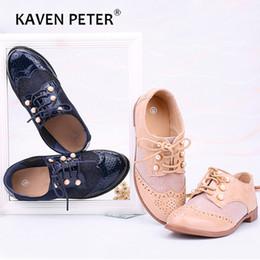 Scarpe da scuola blu online-scarpe di vernice bambini scarpe retrò formali con dimensioni scarpe scuola dei ragazzi di perle ragazze di colore casuale sneaker blu albicocca 25-36