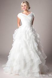 um ombro frente vestido de casamento curto Desconto Moderno A Linha Babados Organza Vestidos de Casamento Com Mangas Cap Plissados Frisado Mulheres Igreja Vestidos de Casamento Zíper Longos Vestidos de Noiva