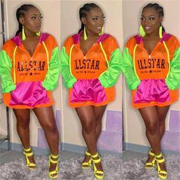 Vestiti di colore brillante online-Lettere stampate patchwork donne di colore brillante protezione solare con cappuccio manica lunga cerniera giacca felpa cuciture abbigliamento a prova di sole c41504