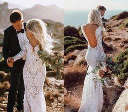 Encaje v cuello vestidos de novia online-Sirena barata espalda abierta Boho vestido de novia de encaje de manga larga playa jardín país Iglesia novia vestido de novia por encargo más tamaño