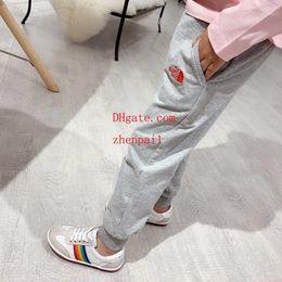 2019 12 meses ropa de marcas para niños ropa de niños niños Calidad auténtica Kanye west Temporada 4 Pantalones de chándal con cuello redondo Pantalones niños flojos Joggers Pantalones cómodos ropa de niña 54