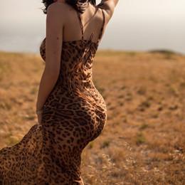 2019 vestido sem mangas com bainha assimétrica e pescoço Vestidos para mulheres 2019 Primavera New Sexy Leopard Vestido See-through e Floor-line Longo Club Saia Moda Elegante vestido com decote em V