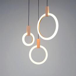 Modernos lustres de madeira on-line-Modern lustre LED sala de iluminação de madeira anéis luminárias escadas luzes penduradas pingente de acrílico lâmpadas luminárias quarto