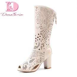 tacchi bianchi Sconti Doratasia nuove donne del cuoio genuino alti talloni della donna dei pattini Hollow Zip estate casuale stivali bianchi di marca di buona qualità