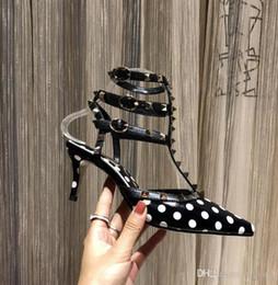 micro meninas vestidos Desconto Sapatos de salto alto das mulheres partido moda rebite menina sexy apontou sapatos fivela plataforma boca rasa sapatos de casamento