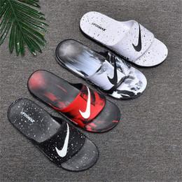 NEUE Sportmarke Designer Hausschuhe Sommer Männer Atmungsaktiv Komfort Hausschuhe Slides mit Luftblasen Sandalen GRÖSSE 40-45 mit Box von Fabrikanten