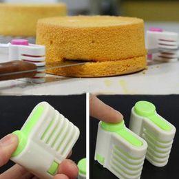 kuchen schicht schneidemaschine Rabatt 2 teile / satz DIY Kuchen Slicers 5 Schichten Kuchen Pie Slicer Blatt Guide Cutter Server Brot Schneiden Fixateur Werkzeuge Küche Backformen Werkzeug