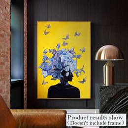 2019 art abstrait de toile de papillon Abstraite Fille Avec Papillon Toile Peinture Art Mur Photos Pour Salon Salon Mode Jaune Bleu Décor À La Maison Posters Et Estampes art abstrait de toile de papillon pas cher