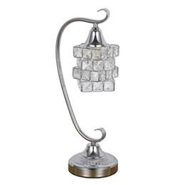 Canada Salon moderne en cristal de lampe de table simple décoré avec style européen créatif anniversaire articles cadeau chambre de mariage chambre Offre