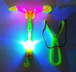 2019 xmas gadgets LED Incrível Seta Fleshlight 2019 Rave Helicóptero Voando Guarda-chuva Iluminação Flyer elástico piscando gow up gadget roket Xmas Brilho xmas gadgets barato