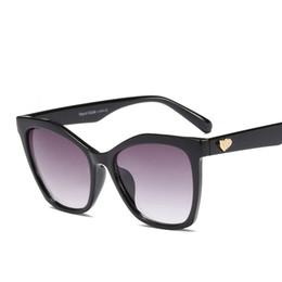 vintage herz geformte sonnenbrille großhandel Rabatt Großhandel übergroßen quadratischen sonnenbrille frauen metall herzförmigen sonnenbrille vintage mode brille shades marke oculos feminino