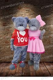 Traje de ursinho de casamento on-line-Eu Te Amo De Casamento Teddy Bear Traje Da Mascote Anime Tema Carnaval Dos Desenhos Animados Do Dia Das Bruxas Cinza Urso Traje Personagem Terno Do Partido Do Natal