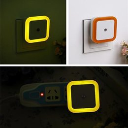 2019 luz automática da noite da parede UE / EUA plug LED indução lâmpada Quadrado Wall Light Night Light Sistema automático Sensor luz do quarto Produtos domésticos 0.5W luz automática da noite da parede barato