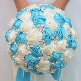 handbouquet blau Rabatt Customized Ivory Lake Blue Ribbon Blumenstrauß Brautbrautjunfer Hand Holding Silk Diamant-Schmuck Hochzeit Bouquet W224A-1