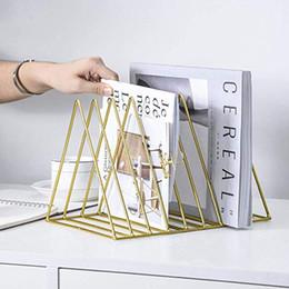Canada Support de rangement à porte-livre triangulaire en fer de conception simple Offre
