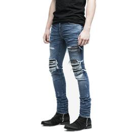 corredores de couro Desconto Moda-Homens de Moda Designer de Marca Jeans Motociclista Rasgado Afligido Moto Denim Corredores Destruídos Joelho Preto de Couro Plissado Patch Jeans