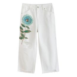 2019 calça branca de perna larga Bordados Das Mulheres de Verão Bordados Lantejoulas Flor Rasgado Buraco Borla Calças Jeans Branco, Cintura Alta Jeans Perna Larga para As Mulheres desconto calça branca de perna larga