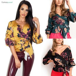 smoking preto das senhoras Desconto Camisas Casual Mulheres Ladies Blusas Floral Tuxedo Enrole mais de cetim Tops Blusa Ladies Bandage Moda Top roupas pretas